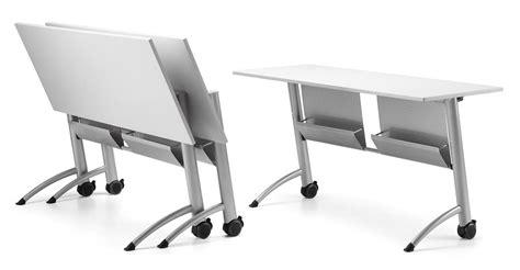 tavoli ribaltabili tavolo con piano ribaltabile con ruote per aree meeting