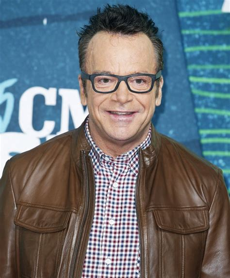 tom arnold picture 33 2015 cmt awards arrivals