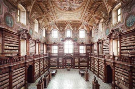 libreria gregoriana este saqueo en la biblioteca m 225 s antigua de n 225 poles por su