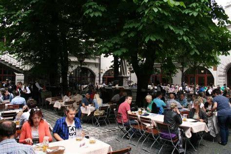 Biergarten Englischer Garten Speisekarte by Hofbr 228 Uhaus M 252 Nchen Das Ber 252 Hmteste Wirtshaus Der Welt