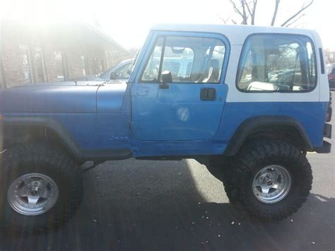 white and blue jeep 1993 jeep wrangler yj blue body white top it s my
