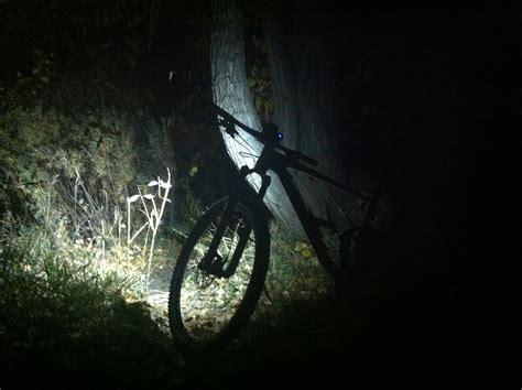 mountain bike night riding lights lumintrek trailblazer 1600 light review singletracks