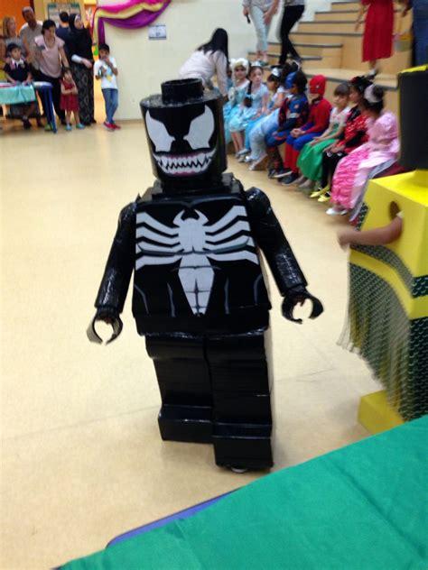 lego costume cardboard venom hand  disfraz hecho