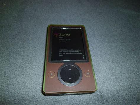 A More Pleasing Pink Zune by Microsoft Zune Brown 30 Gb Digital Media Player Mp3
