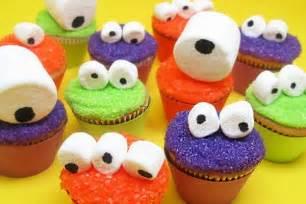 Cute Halloween Cupcake Decorating Ideas 10 Fun And Easy Halloween Cupcake Designs Global Grind
