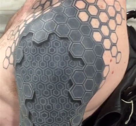 tattoo machine wont turn on mind bending 3d tattoo appears to turn man s arm into a