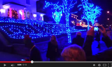 Tour Christmas Lights In Dyker Heights Brooklyn Happening Dyker Heights Lights Tour 2014