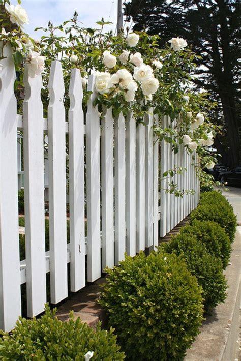 Gartenzaun Weis Holz sch 246 ne ideen f 252 r einen gartenzaun aus holz in wei 223