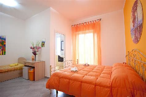 picture of room orange room picture of bed and breakfast l angolo di