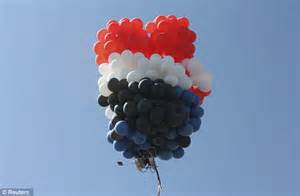 Lawn Chair Balloon by Daredevils Abandon Flight Across U S In Balloon Powered