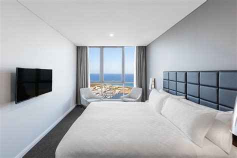 hotels with 3 bedroom suites 3 bedroom ocean suite southport meriton suites