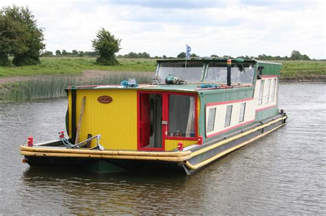 Handmade Houseboats - some boats that are different waterways history