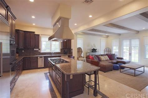 Jenner House Kitchen by Report Jenner Buying 2 7m Home Near Kourtney And