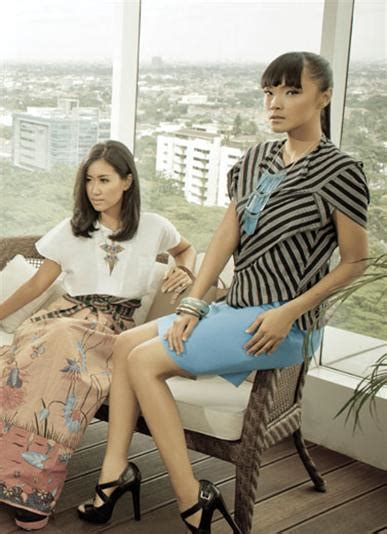 Sepatu Hitam Manisthe Warna Ori Batik Tenun Lurik Songket 1 eksplorasi batik