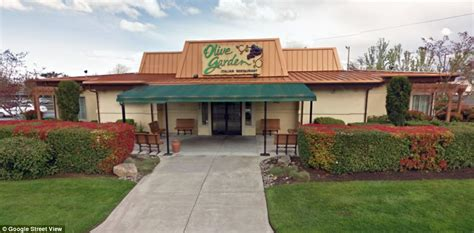 olive garden family of restaurants suing olive garden after getting so sick at lunch