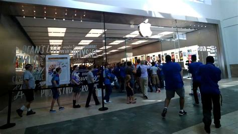 3 Apple Store apple store florida mall reopening throughglass
