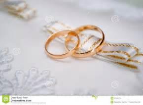 matrimonio fotos de archivo e im genes matrimonio apexwallpaperscom anillos de bodas de oro fotos de archivo imagen 5754673