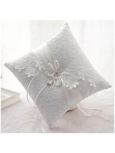 cuscini portafedi ricamati cuscino portafedi ricamato molto elegantemente
