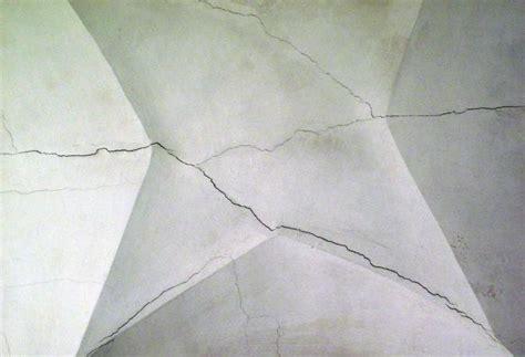 crepe nel soffitto il convento san fulgenzio cade a pezzi
