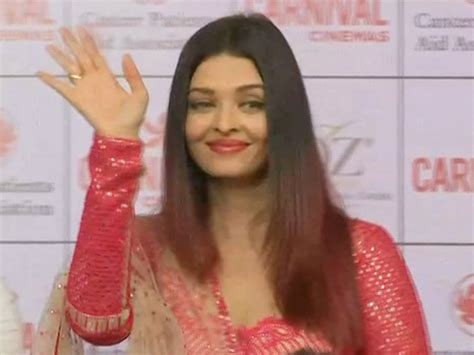 aishwarya rai christmas aishwarya rai celebrates christmas with children suffering