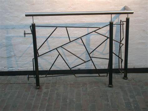 treppengeländer stahl schwarz podest gel 228 nder aus schwarz stahl mit schmitzstruktur