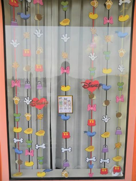 25 best ideas about disney room decorations on pinterest best 25 disney window decoration ideas on pinterest