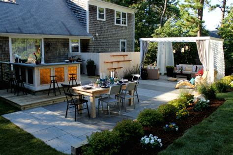 create  awesome entertainment space  backyard