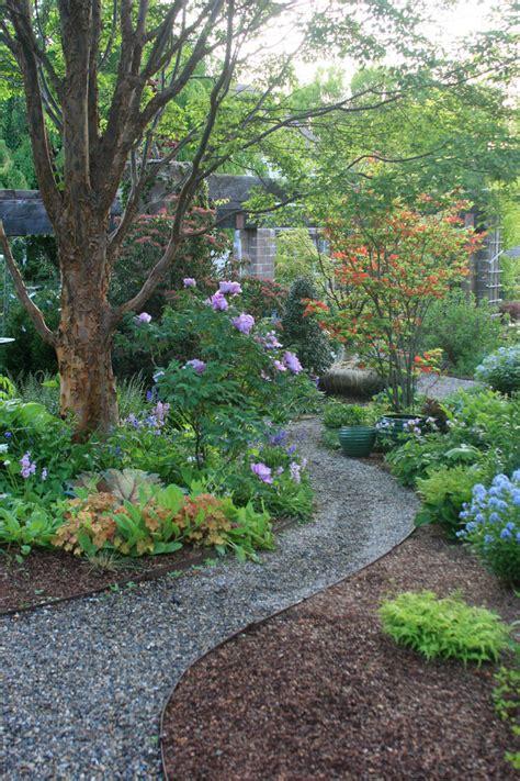 diy garden paths  backyard walkway ideas  garden glove