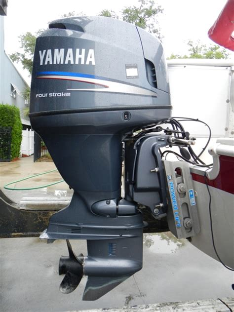 hurricane deck boat with jack plate 2006 hurricane 196fd low hours on a yamaha 17 995 the