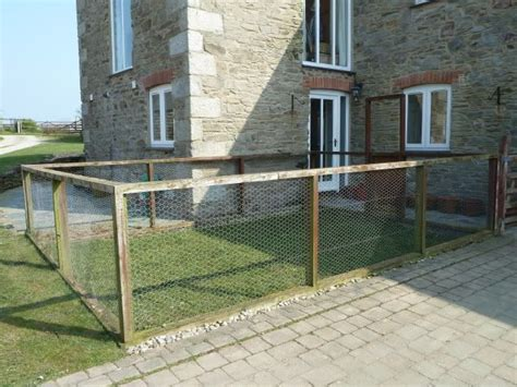 dog run in backyard best 25 outdoor dog kennels ideas only on pinterest