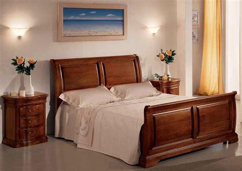 letti in legno massiccio letto matrimoniale in legno massiccio