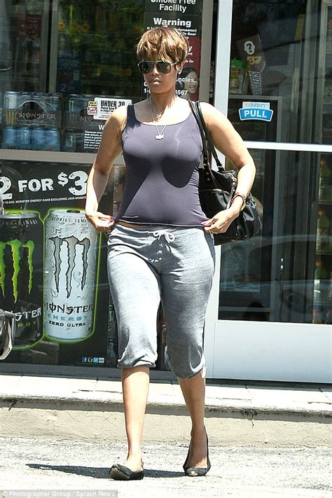 Banks Weight Gain And A Picture by Banks Hits Out At The Fashion Industry In Scathing