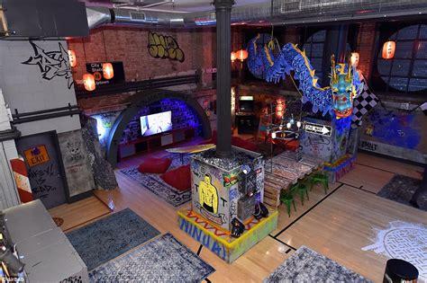 Giraffe Bedroom Airbnb Offers Teenage Mutant Ninja Turtles Themed Lair In
