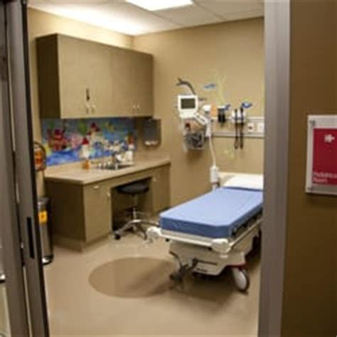 denver health emergency room uchealth emergency room 12 photos 15 reviews emergency rooms 15100 e 104th ave commerce