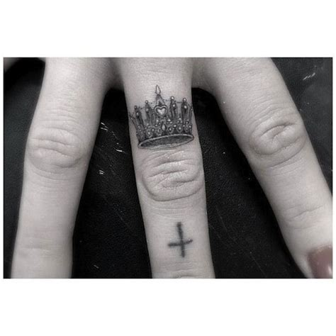 king crown tattoo on finger king crown finger tattoos