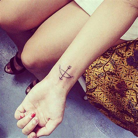 diminutos tatuajes en la muneca  son mejores  una