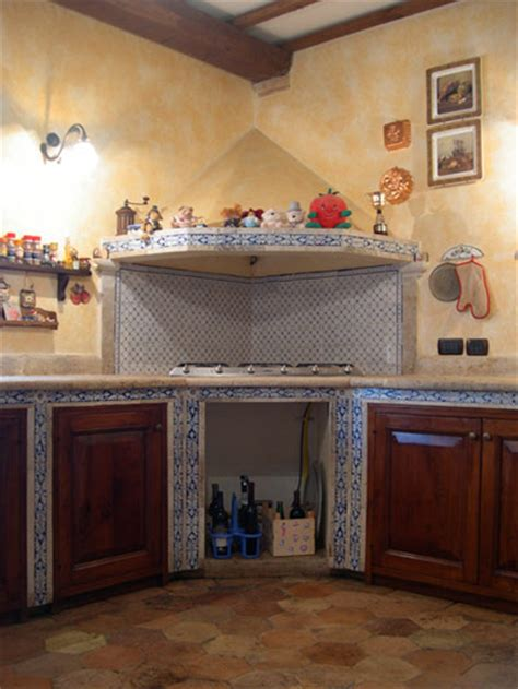 cucine pietra piastrelle per piano cucina muratura home design ideas