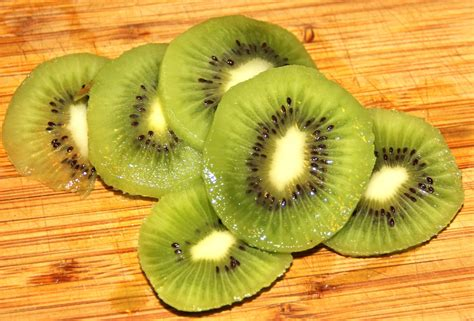 peel  kiwi needles