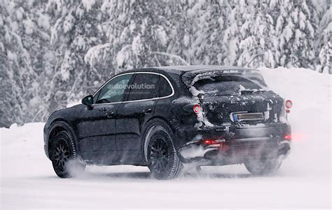 porsche snow 2018 porsche cayenne spied playing in the snow autoevolution