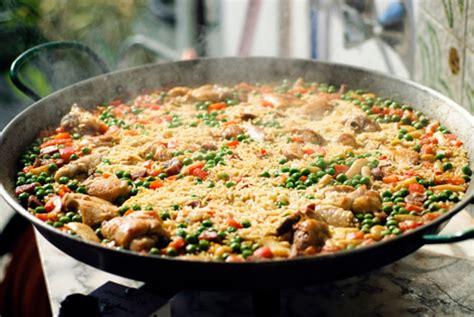 cucina spagnola piatti tipici piatti tipici spagnoli la ricetta classica della paella