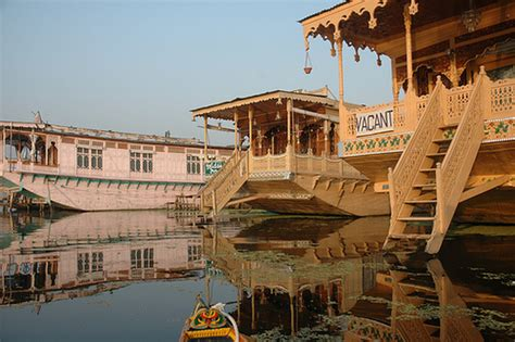house boat kashmir the vale of kashmir search of life