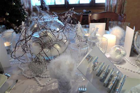 table de noel argent et blanc decoration de noel blanc et argent