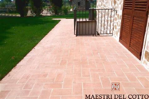 pavimento in cotto per esterno mattoni per marciapiede esterno pavimento in cotto da
