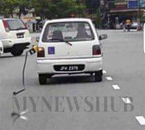 Rata Rata Minyak Bulus pam minyak tersangkut dilarikan kereta kancil di johor bahru