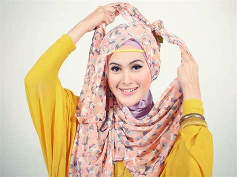 Pashmina Sifon Motif Bunga 1 cara pakai jilbab pashmina sifon motif bunga yang modis