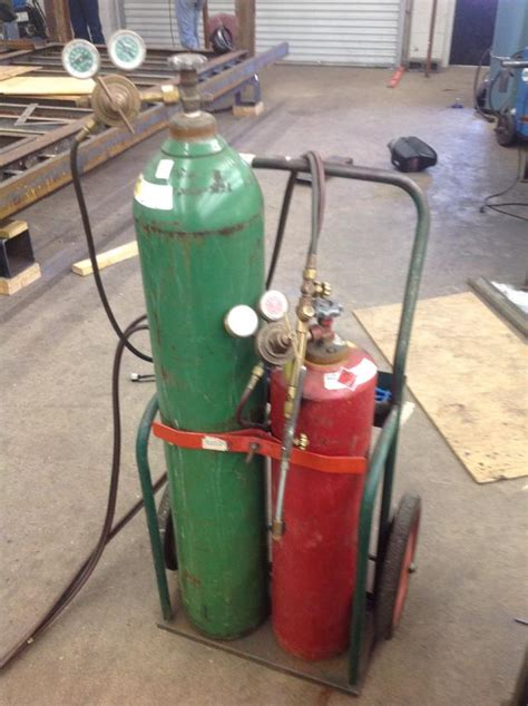 Oxygen Acetylene Cylinders Quality Oxygen Acetylene Cylinders For Sale How To Use A Oxygen Acetylene Cutting Torch Snapguide