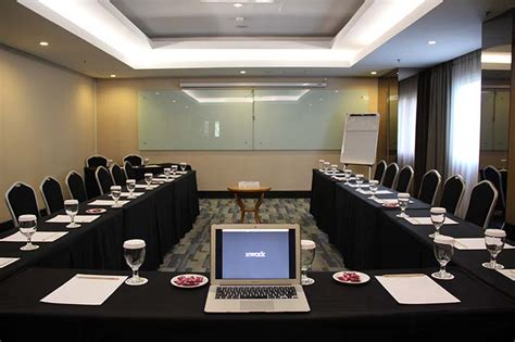 layout atau tata ruang rapat pengaturan tempat dan bentuk ruangan meeting online