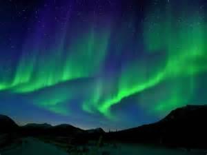 科学网 太阳风激发壮观极光 幽灵般绿色光幕悬挂冰河