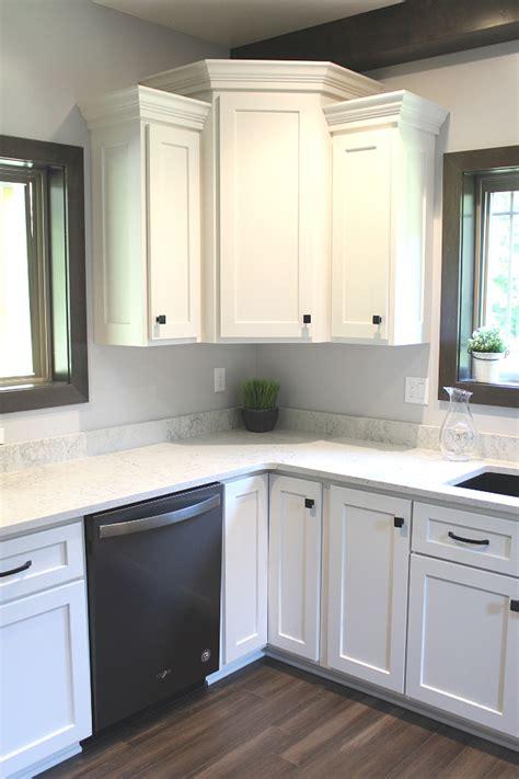 white custom kitchen  caesarstone quartz cochranton