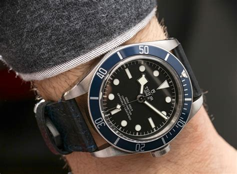 House Silhouette tudor heritage black bay watch with in house movement